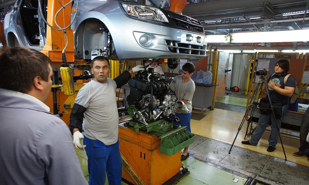 «АвтоВАЗ» снижает зарплаты сотрудникам на 20%