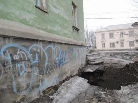 В Самаре из-за провала грунта эвакуировали жилой дом