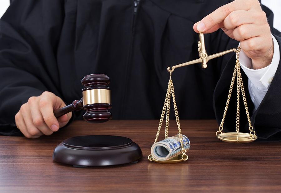 Судья в Свердловской области подозревается в получении крупной взятки