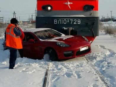 «Porsche Panamera» сенатора Харлова попал под электровоз