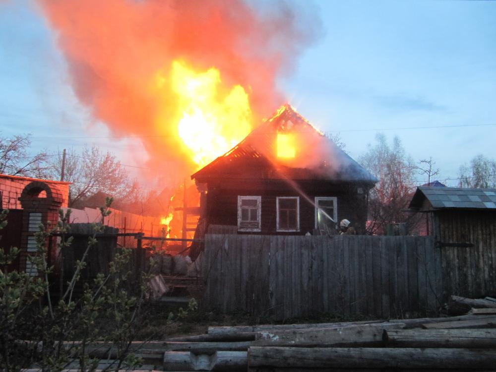 Три человека погибли на пожаре в частном доме в Самаре