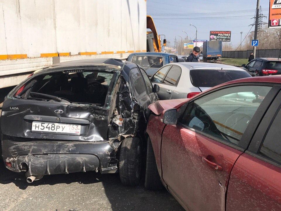 Под Самарой столкнулись 14 машин, четыре человека пострадали
