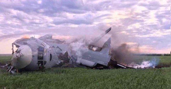 Один человек погиб в результате крушения под Саратовом военного самолета АН-26
