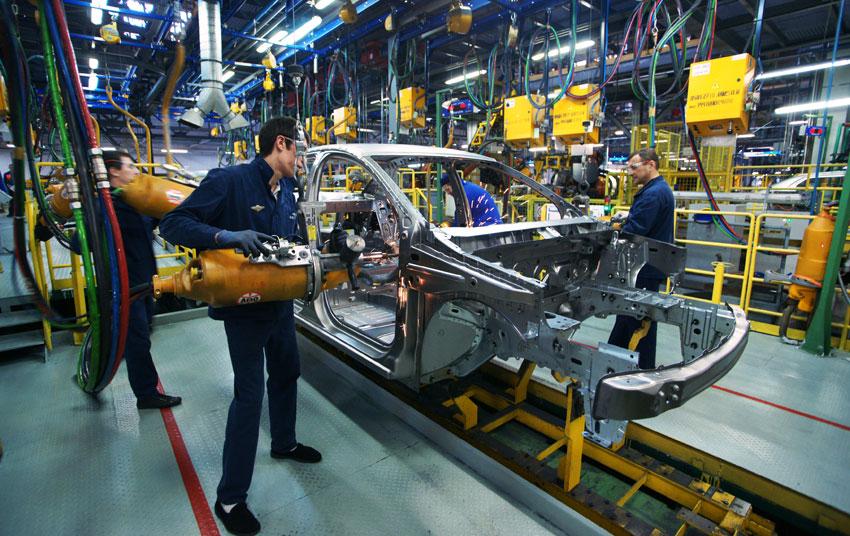 «АвтоВАЗ» с 1 июля повышает зарплату своим сотрудникам на 5%