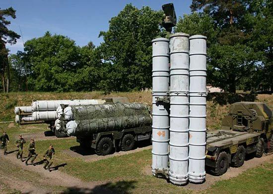 «Алмаз-Антей» передал Минобороны очередной полковой комплект С-400