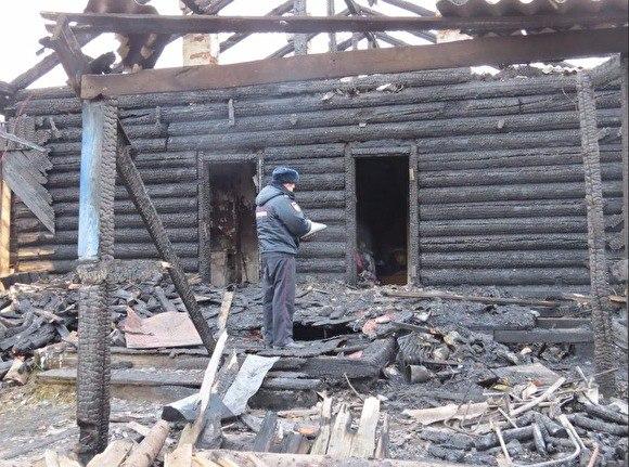 Два ребенка и три женщины погибли при пожаре в Свердловской области