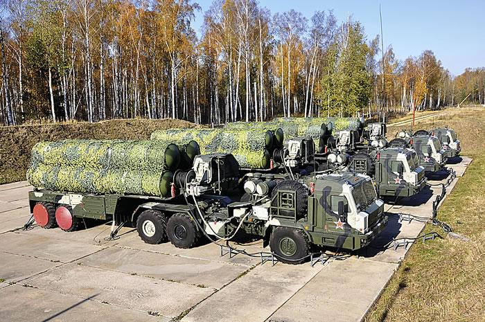 «Алмаз-Антей» передал Минобороны РФ четвертый в 2017 году полковой комплект ЗРС С-400