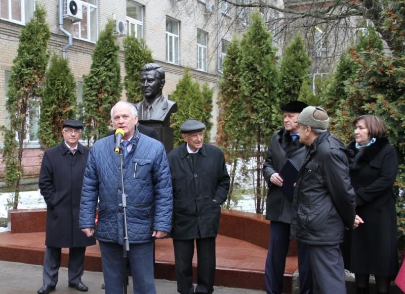 Бюст основателю НИИ приборостроения Виктору Тихомирову открыли в Жуковском