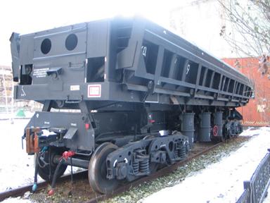 УВЗ изготовил первые серийные образцы вагона-самосвала