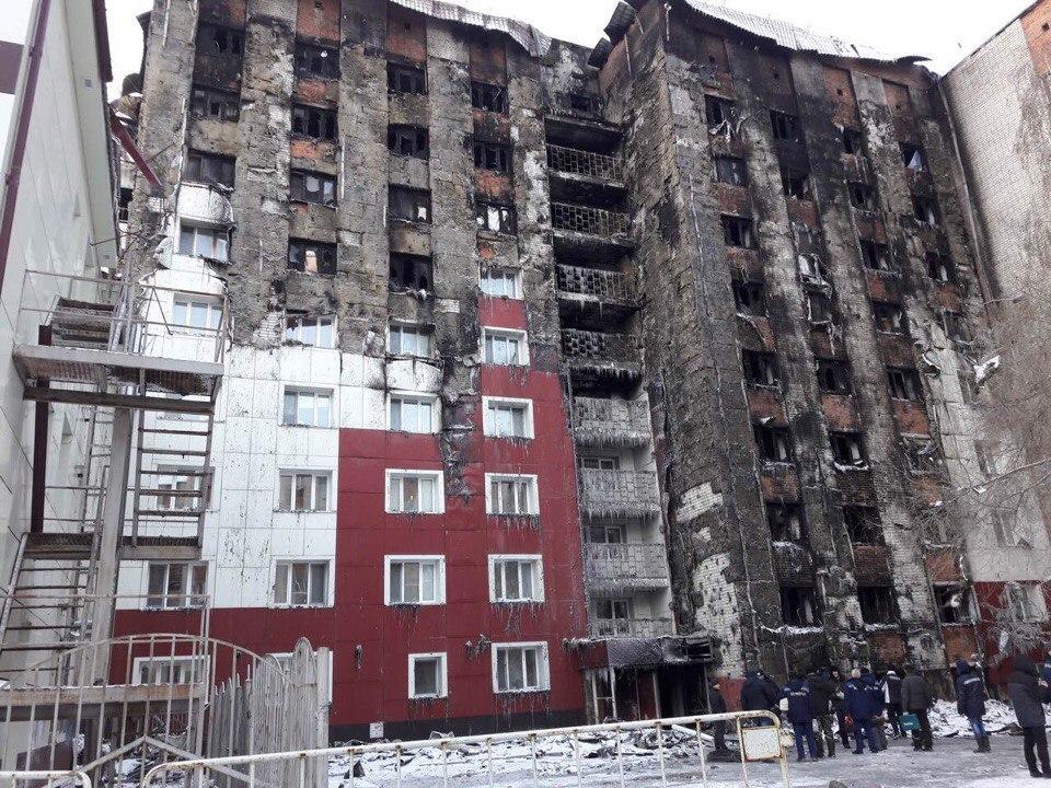 Более 40 квартиры пострадали из-за пожара в тюменской многоэтажке