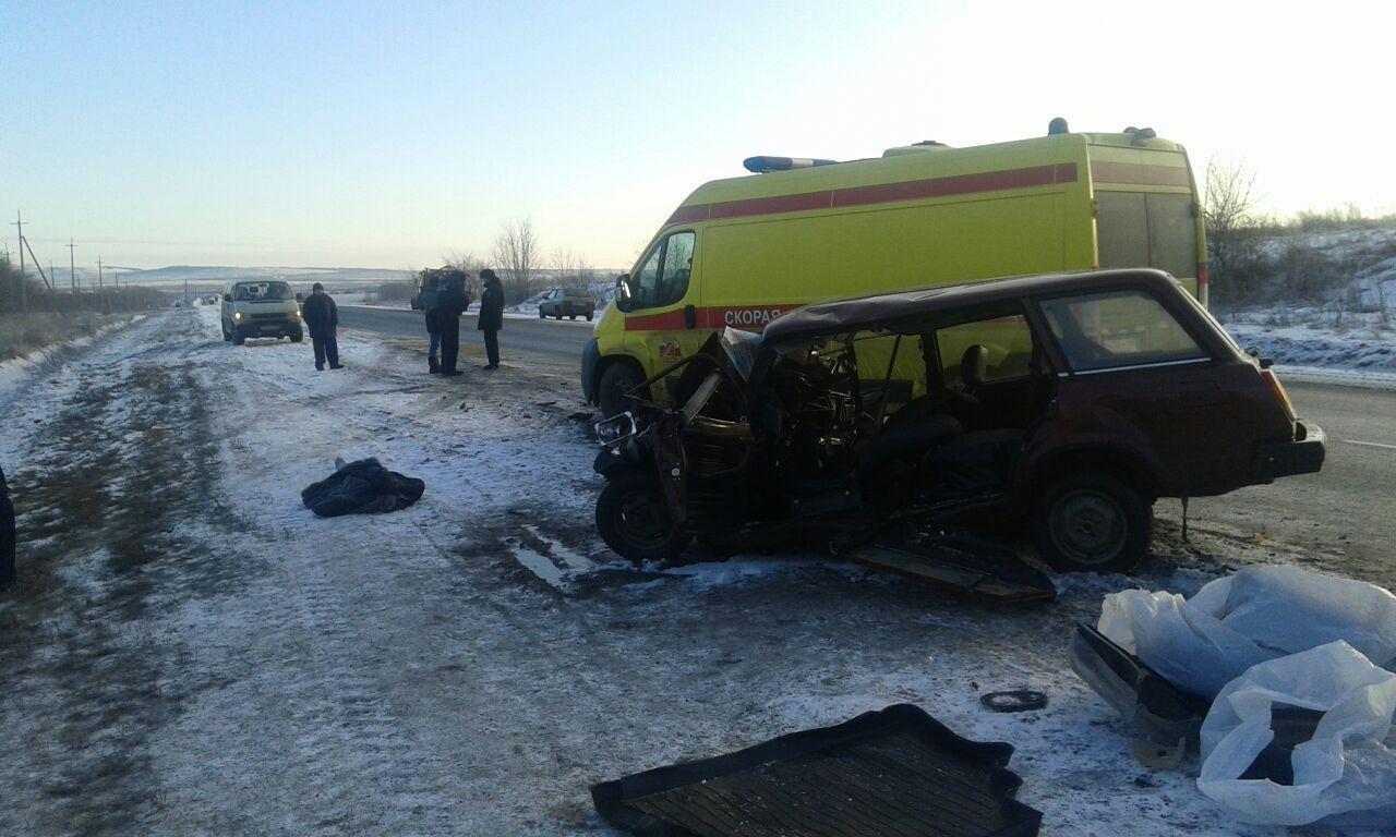 В ДТП с пассажирским автобусом под Саратовом погиб один человек