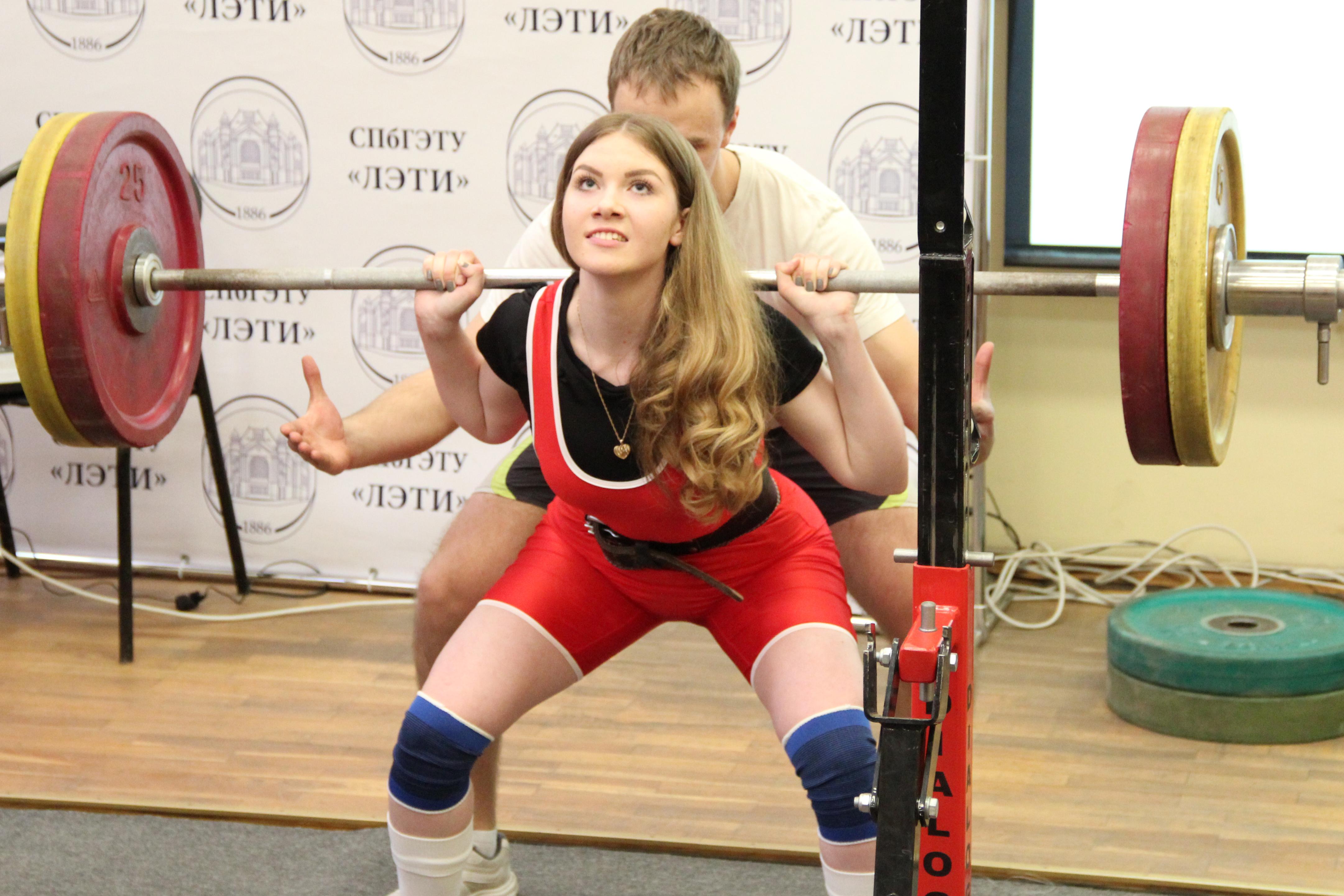 Более 300 силачей со всей России приедут на соревнования по пауэрлифтингу в Тюмени