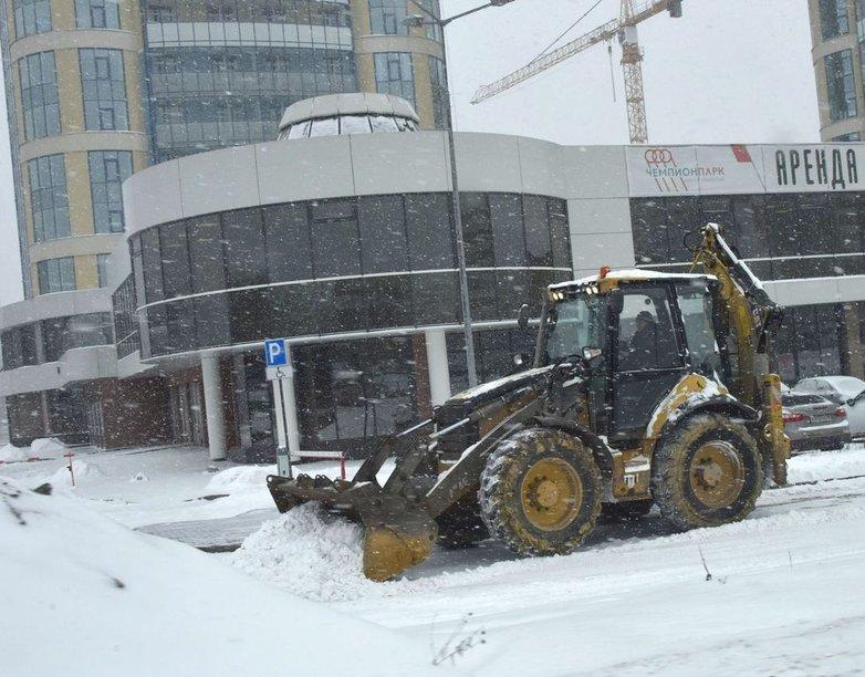 Более половины месячной нормы снега выпало в Екатеринбурге за один день