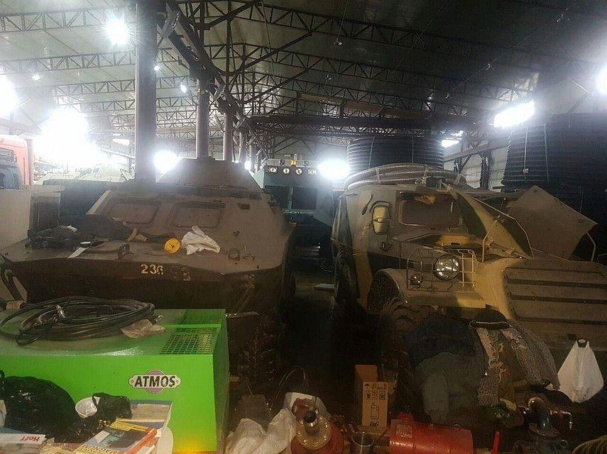 У жителя Самарской области изъяли 52 единицы оружия и четыре БТР