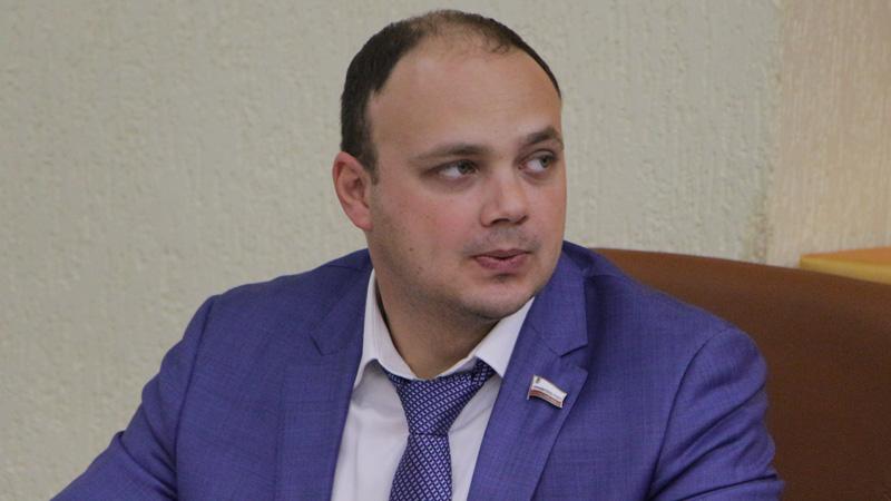 Главу саратовского Минфина заподозрили в использовании служебного автомобиля в нерабочее время