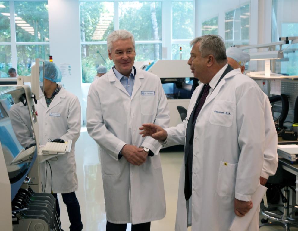 Лучшие сотрудники «Радиофизики» получили награды от мэра Москвы