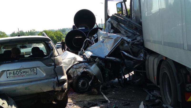 Четыре человека погибли в ДТП с участием 7 автомобилей на трассе «Урал»