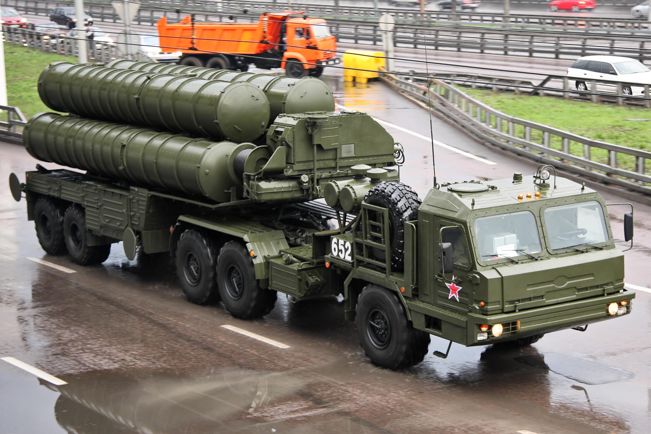 «Алмаз-Антей» досрочно передал Минобороны РФ очередной полковой комплект ЗРС С-400