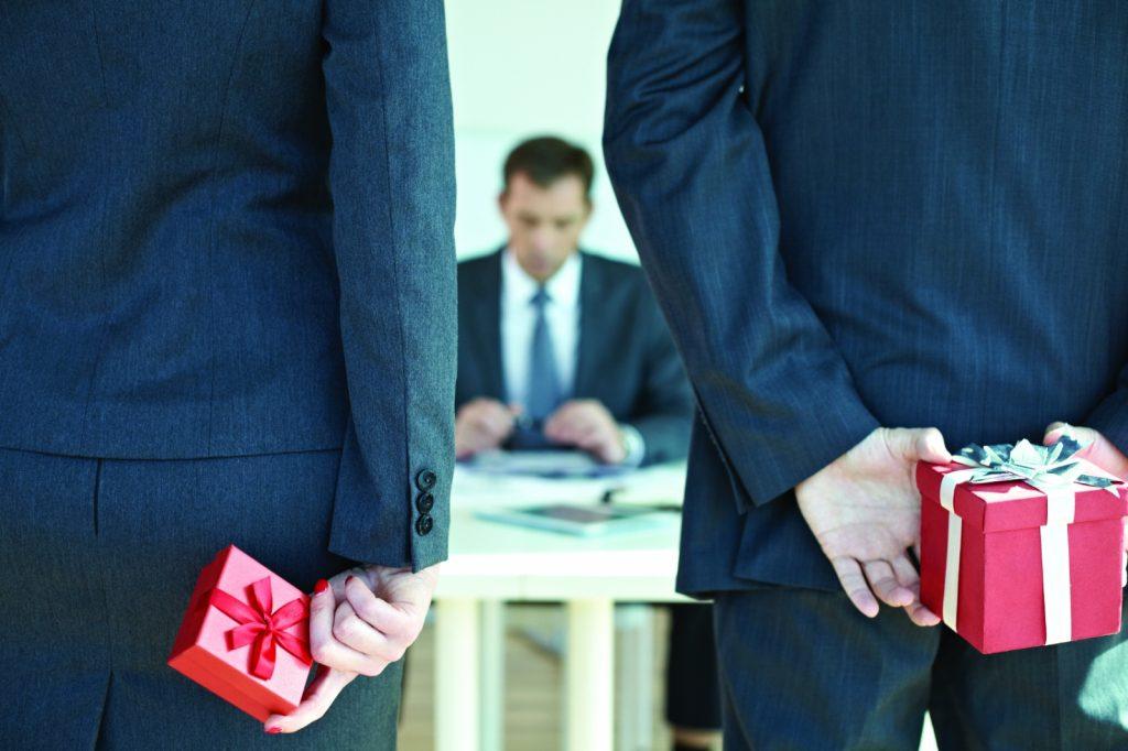 Нижегородские чиновники разрешили дарить себе подарки в 13 раз дороже, чем прежде