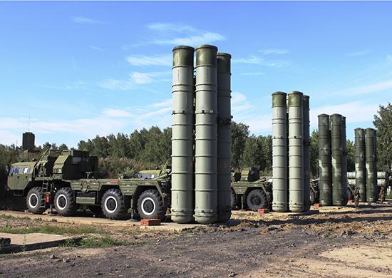 Новый полковой комплект C-400 «Триумф» передал «Алмаз-Антей» Минобороны