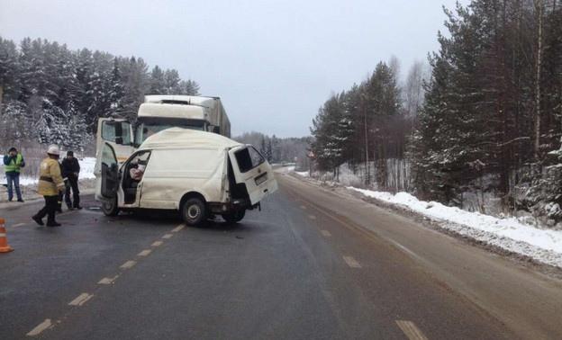 Три человека погибли в крупном ДТП под Кировом