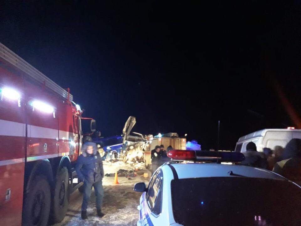 Шесть человек погибли в ДТП с участием автобуса в Югре