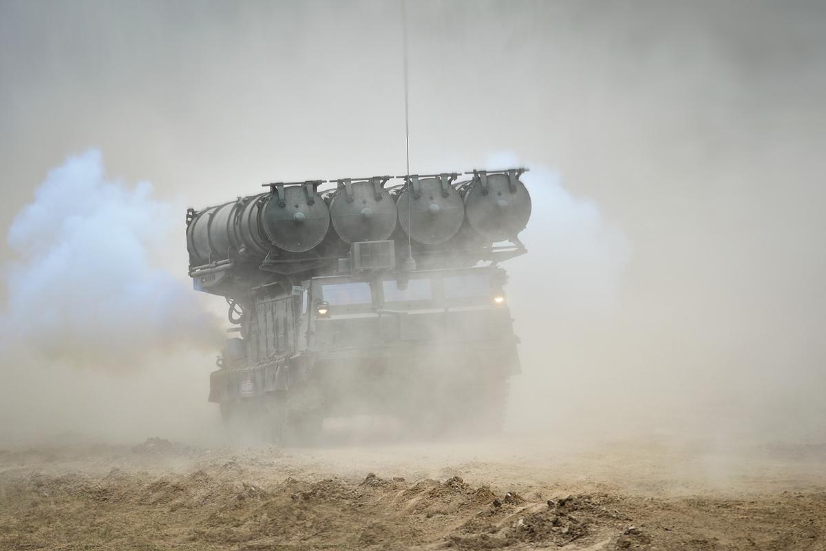 Новый бригадный комплект ЗРС С-300В4 развернут в одной из частей ПВО Восточного военного округ