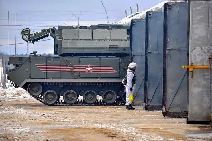 Занятия по повышению боевой готовности провели расчеты ЗРК «Тор-М2У»