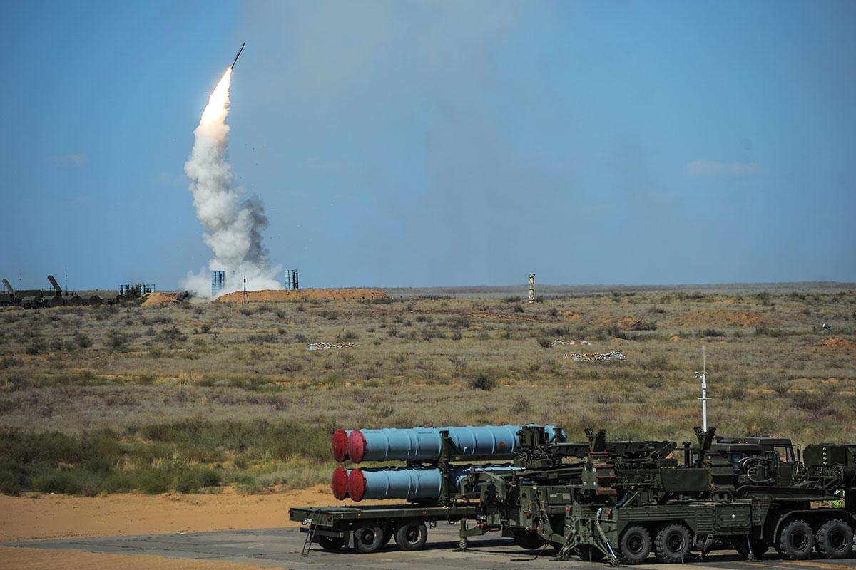 Зенитная система С-500 ликвидирует цели на высотах в сотни километров