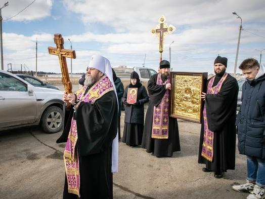 Священники совершили автомобильный крестный ход для защиты Ижевска от коронавируса