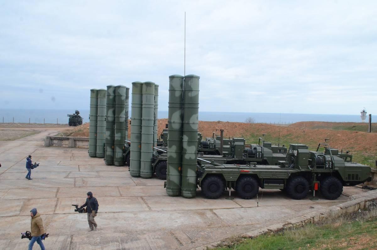 Боевые расчеты С-400 «прикрыли» ключевые предприятия Крыма от воздушной атаки