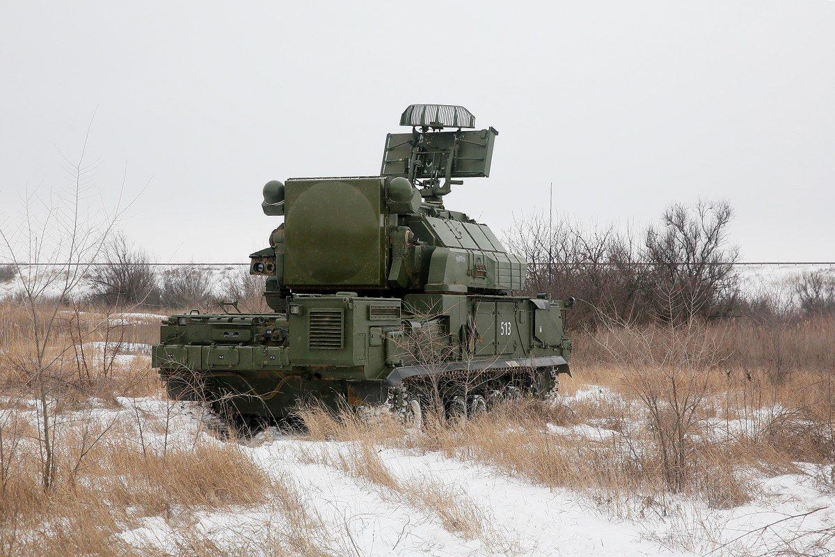 Расчеты ЗРК «Тор-М2» отразят воздушную атаку условного противника на учениях в Подмосковье