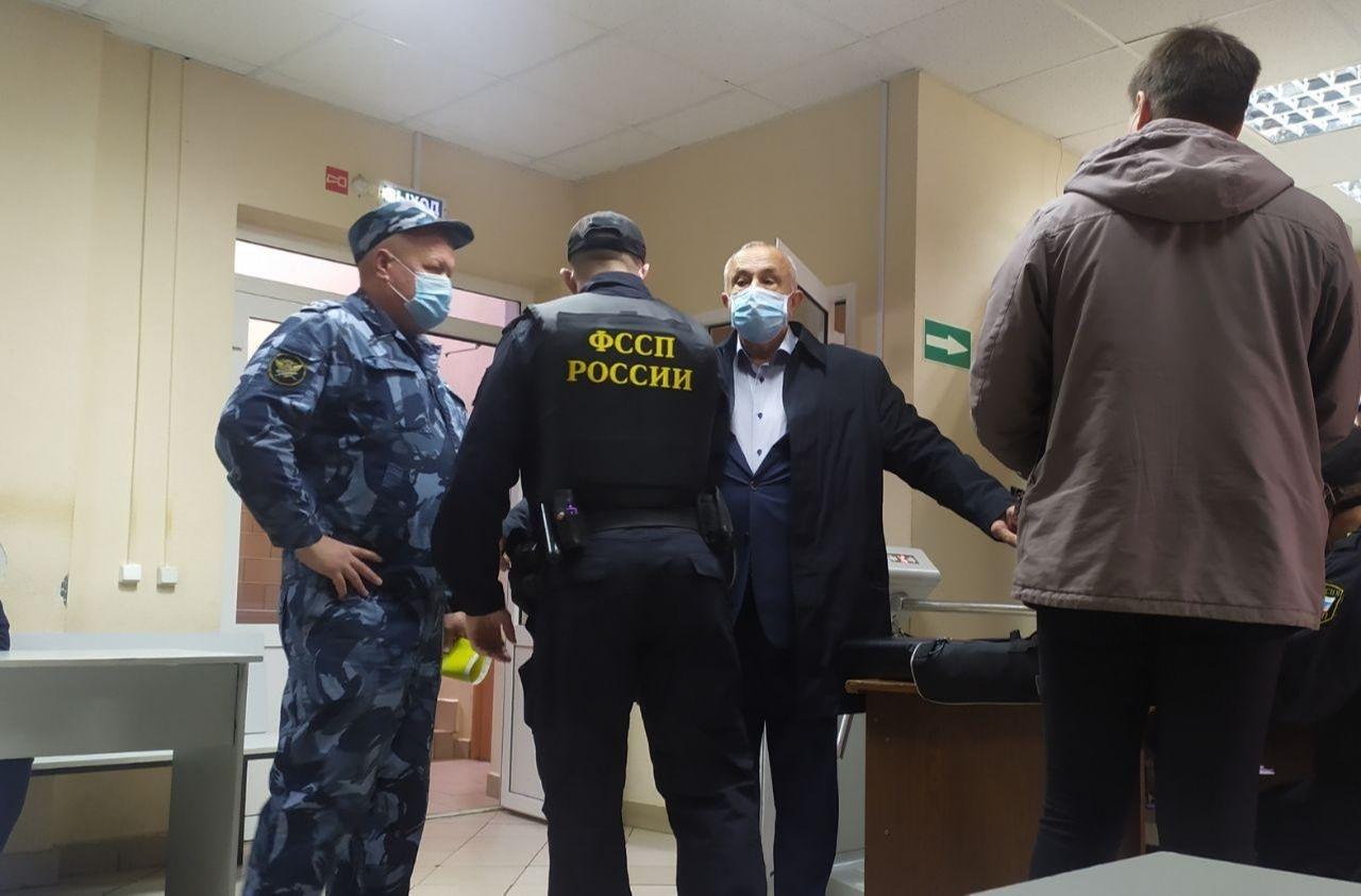 Экс-глава Удмуртии Соловьев приговорен к 10 годам колонии за получение взятки