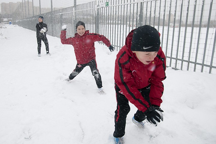Школьники нескольких городов Урала остались дома из-за сильных морозов