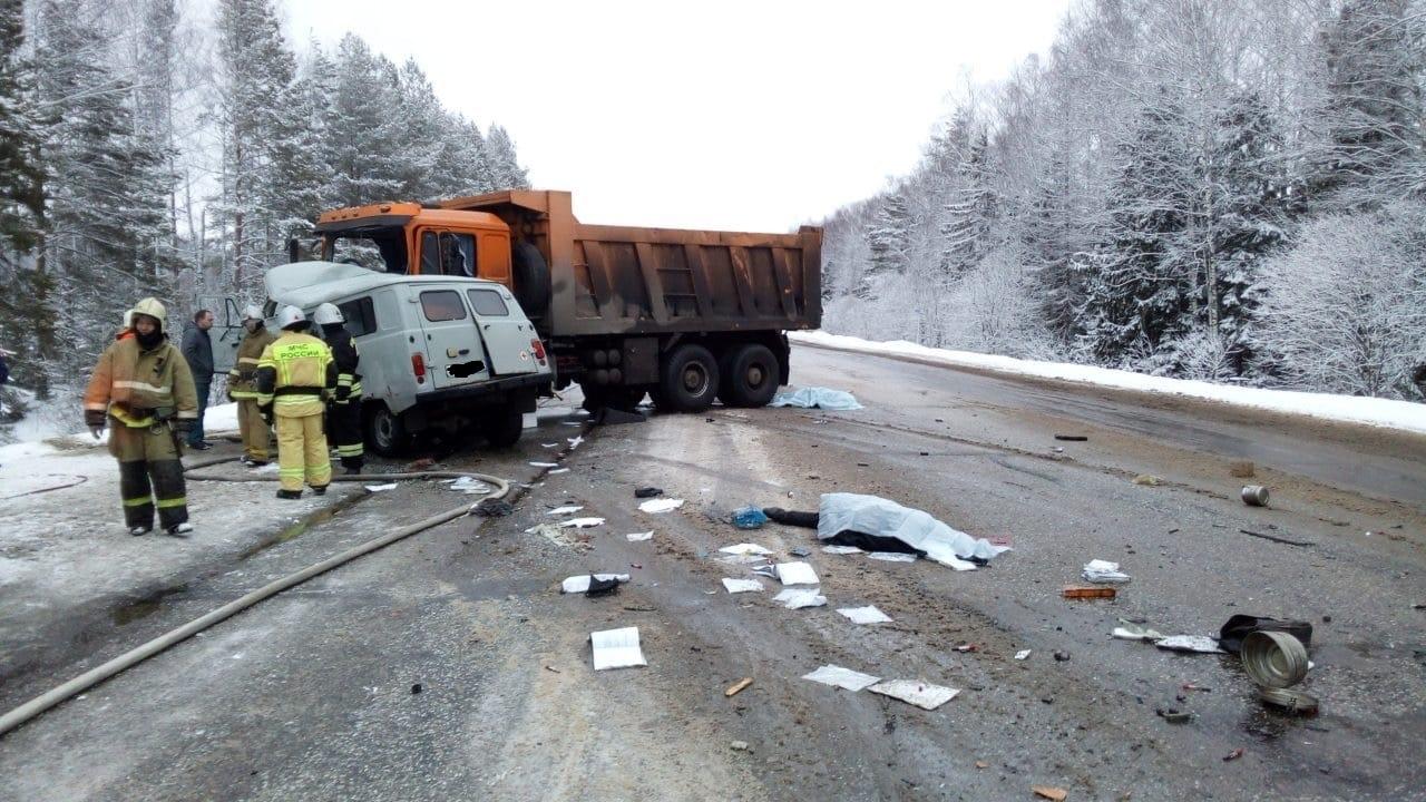Экипаж «скорой» погиб в ДТП с грузовиком в Марий Эл