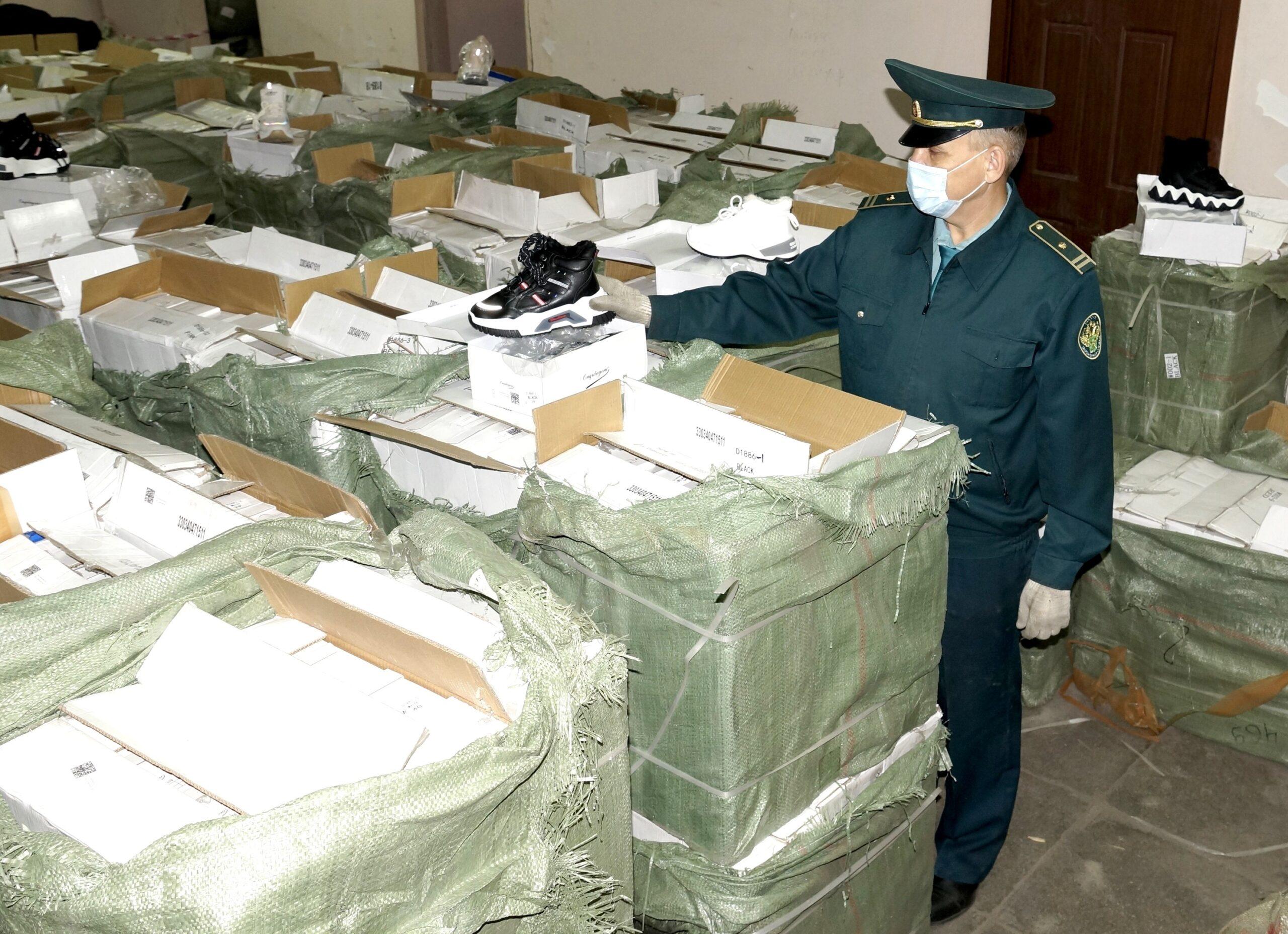 Самарская таможня изъяла крупную партию контрафактной детской обуви