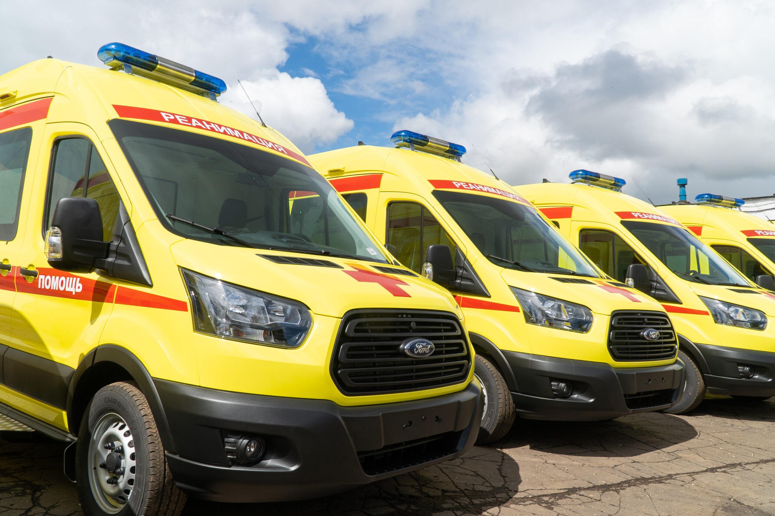 Более 100 новых спецавтомобилей поступит в больницы Кировской области до конца года