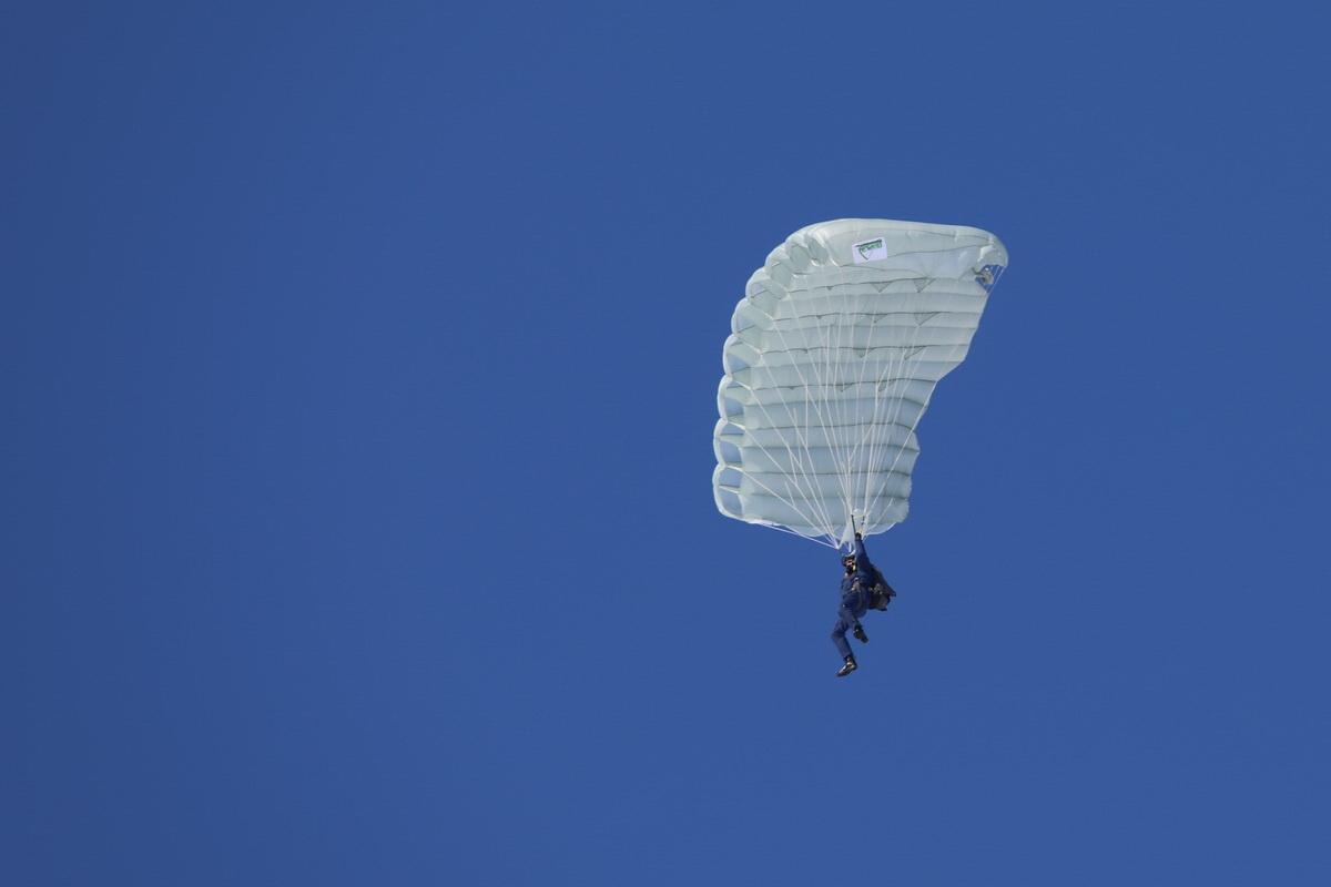 В Самаре стартовал чемпионат Вооруженных Сил по парашютному спорту