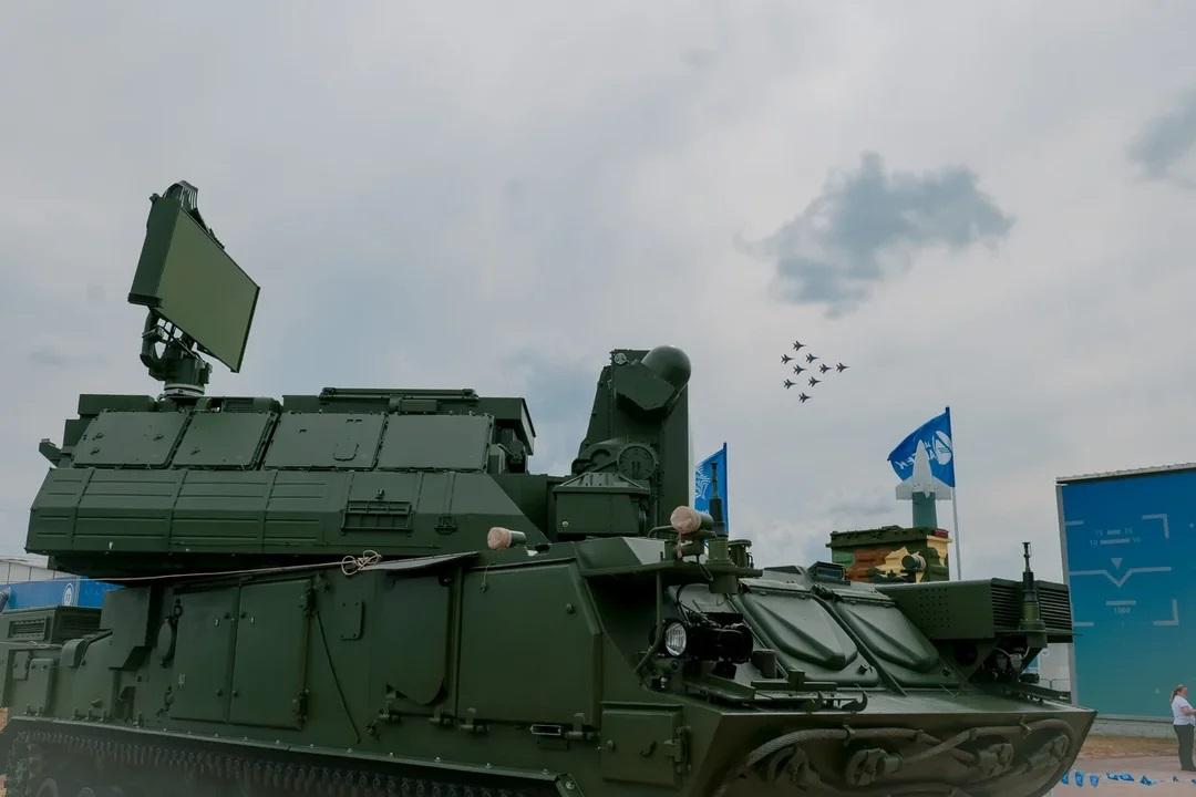 Зенитный ракетный комплекс «Тор-М2» представил на «МАКС-2021» ИЭМЗ «Купол»